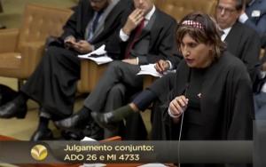 Maria Eduarda no plenário do Supremo: afirmação na luta LGBT+. Foto: reprodução/STF