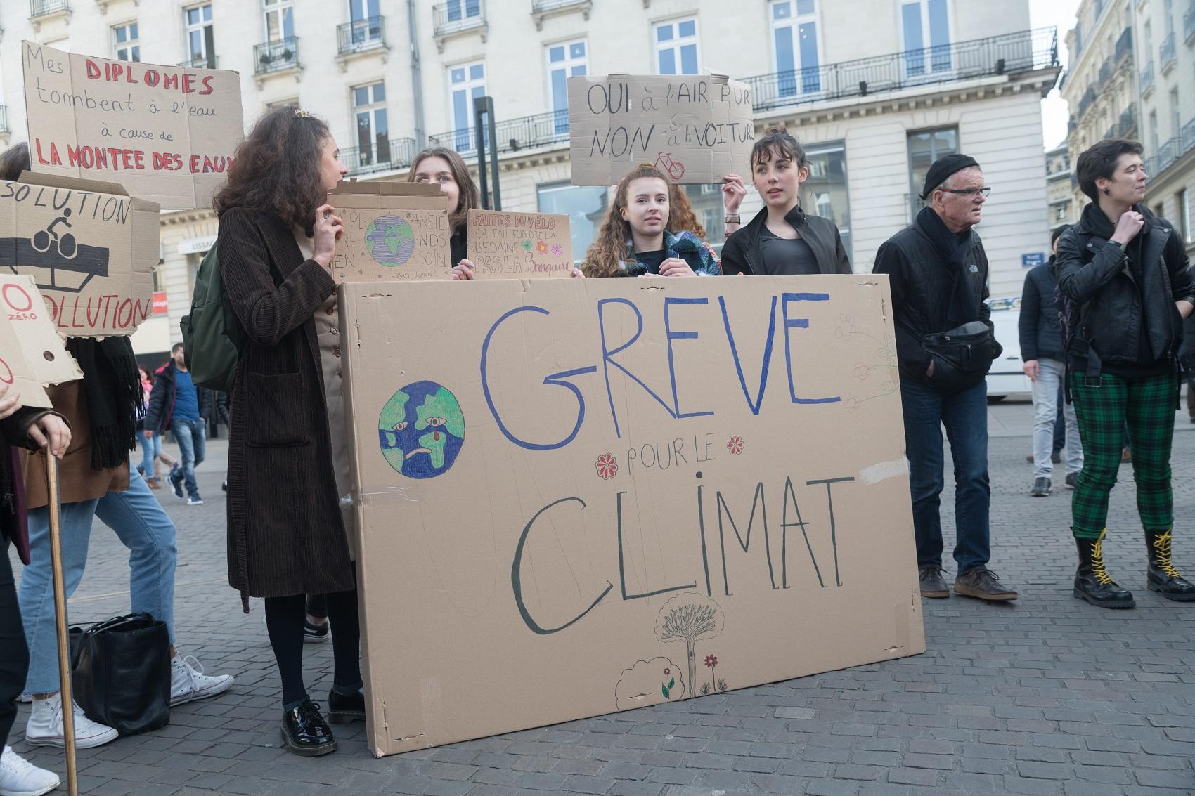 Manifestação de estudantes contra o aquecimento global em Nantes, na França: movimento espalhado pela Europa (Foto: Stelle Ruiz/Nurphoto)