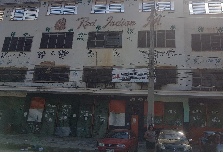 Antiga fábrica de compotas e geleias hoje abandonada: violência afastou empresas (Foto: Oscar Valporto)
