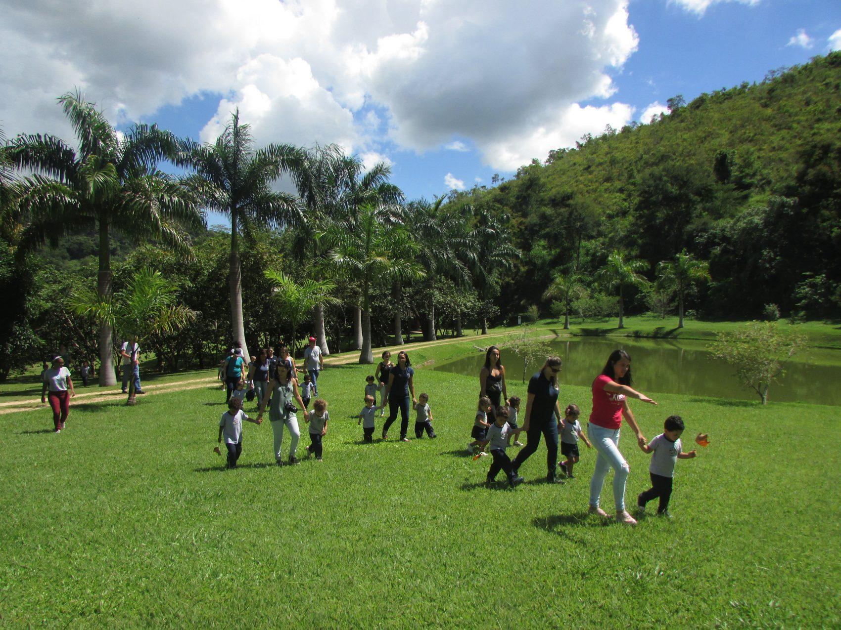 Crianças visitam o Projeto Água, em Petrópolis: lições de preservação (Foto: Divulgação)