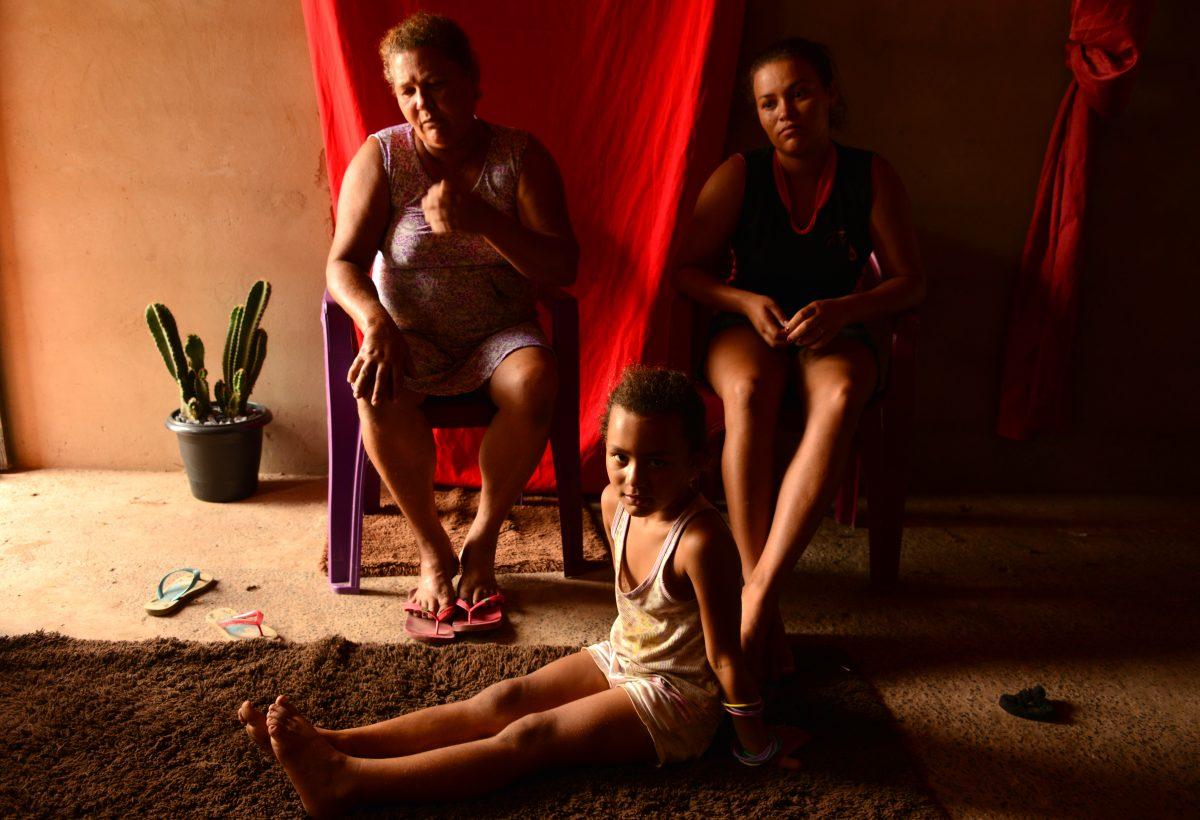 Elzita, a filha Maria Meire e uma das netas. Foto de Mirian Fichtner