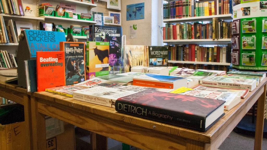 Loja de livros da ONG Oxfam, em Londres. O mercado de usados no Reino Unido movimenta cerca de R$ 10 bilhões. Foto Divulgação