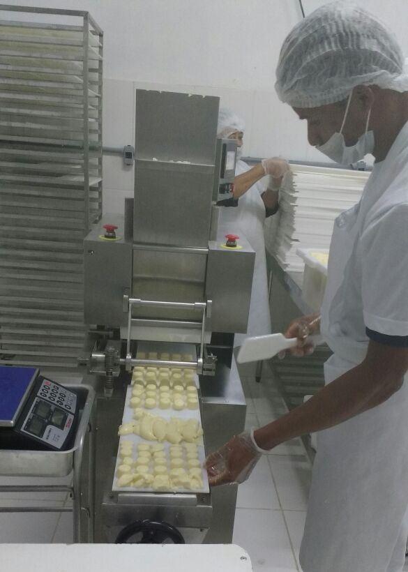 Fábrica de pão de queijo dentro da escola é esperança para equilibrar a contas. Foto Divulgação