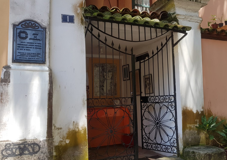 Antiga casa do pintor Augustp Rodrigues no Beco do Boticário - para alugar e em boa conservação (Foto: Oscar Valporto)