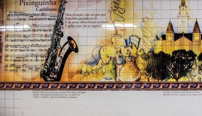 Painel de azulejos na estação do metrô em Ipanema; Pixinguinha morreu dentro da Igreja de Nossa Senhora da Paz, dois sábados antes do Carnaval (Foto: Divulgação)