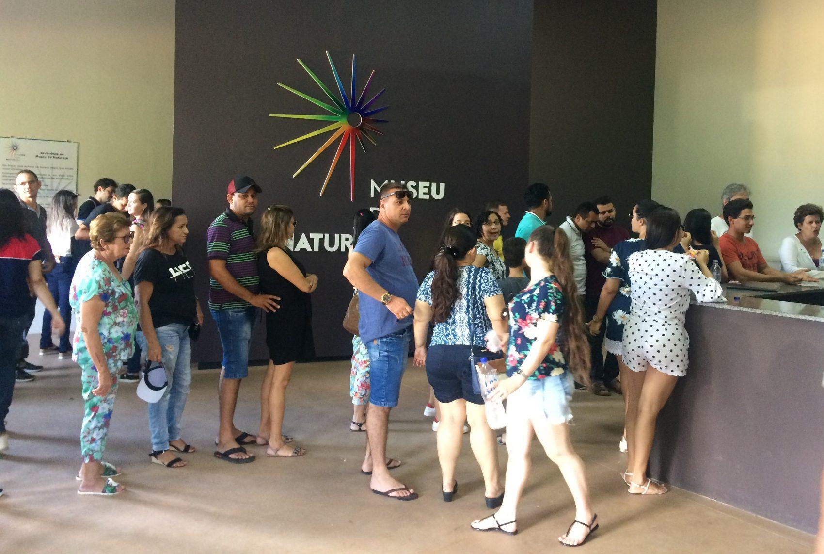 Filas no Museu da Natureza: em pouco mais de três meses, lugar atraiu 19 mil visitantes, quase o total do público recebido pelo Parque Nacional da Serra da Capivara em 2018 (Foto: Eduardo Carvalho)
