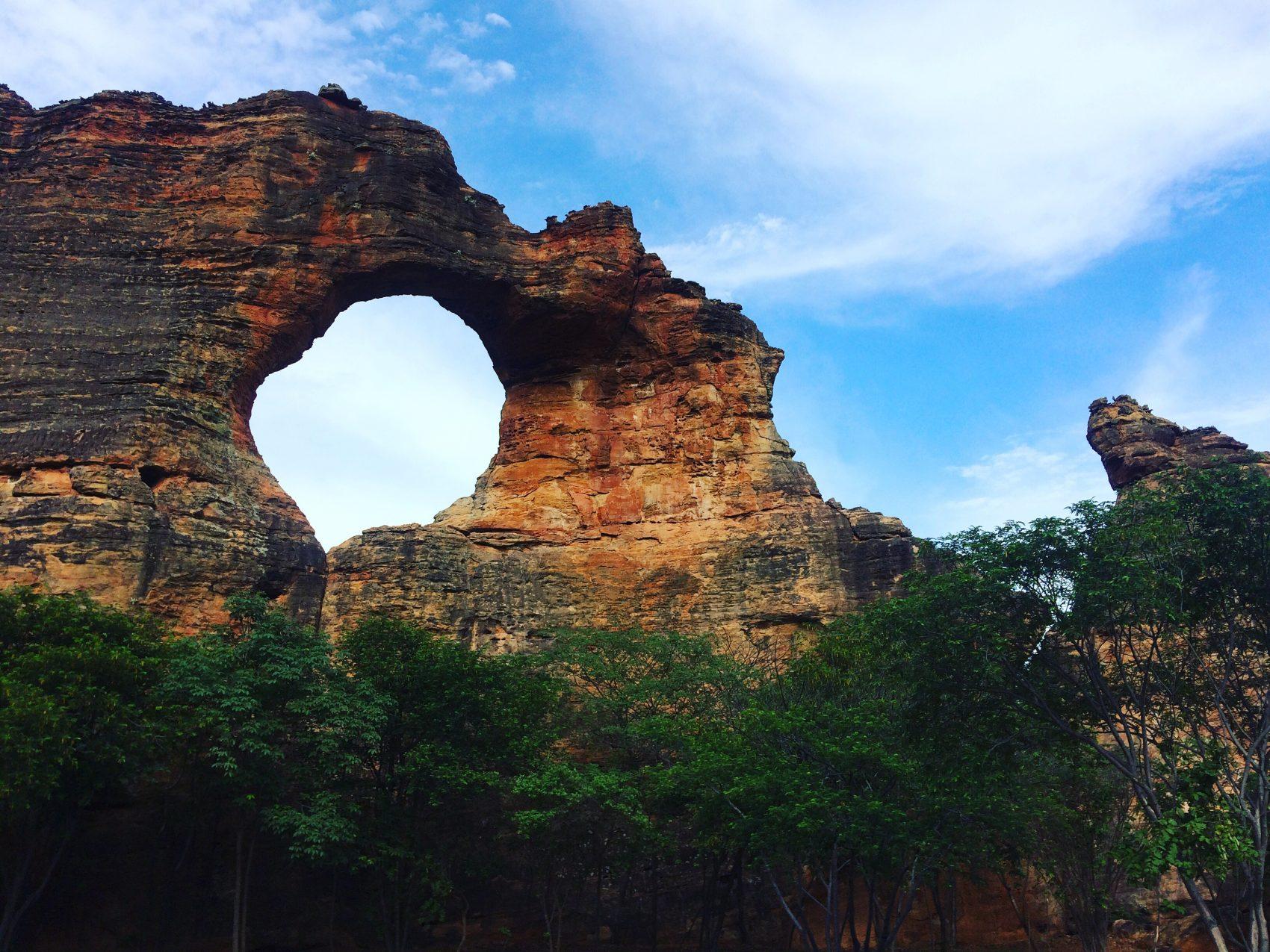 Pedra Furada no Parque Nacional da Serra da Capivara: mais de 1.400 sítios arqueológicos, com 40 mil pinturas rupestres, algumas com 12 mil anos (Foto: Eduardo Carvalho)
