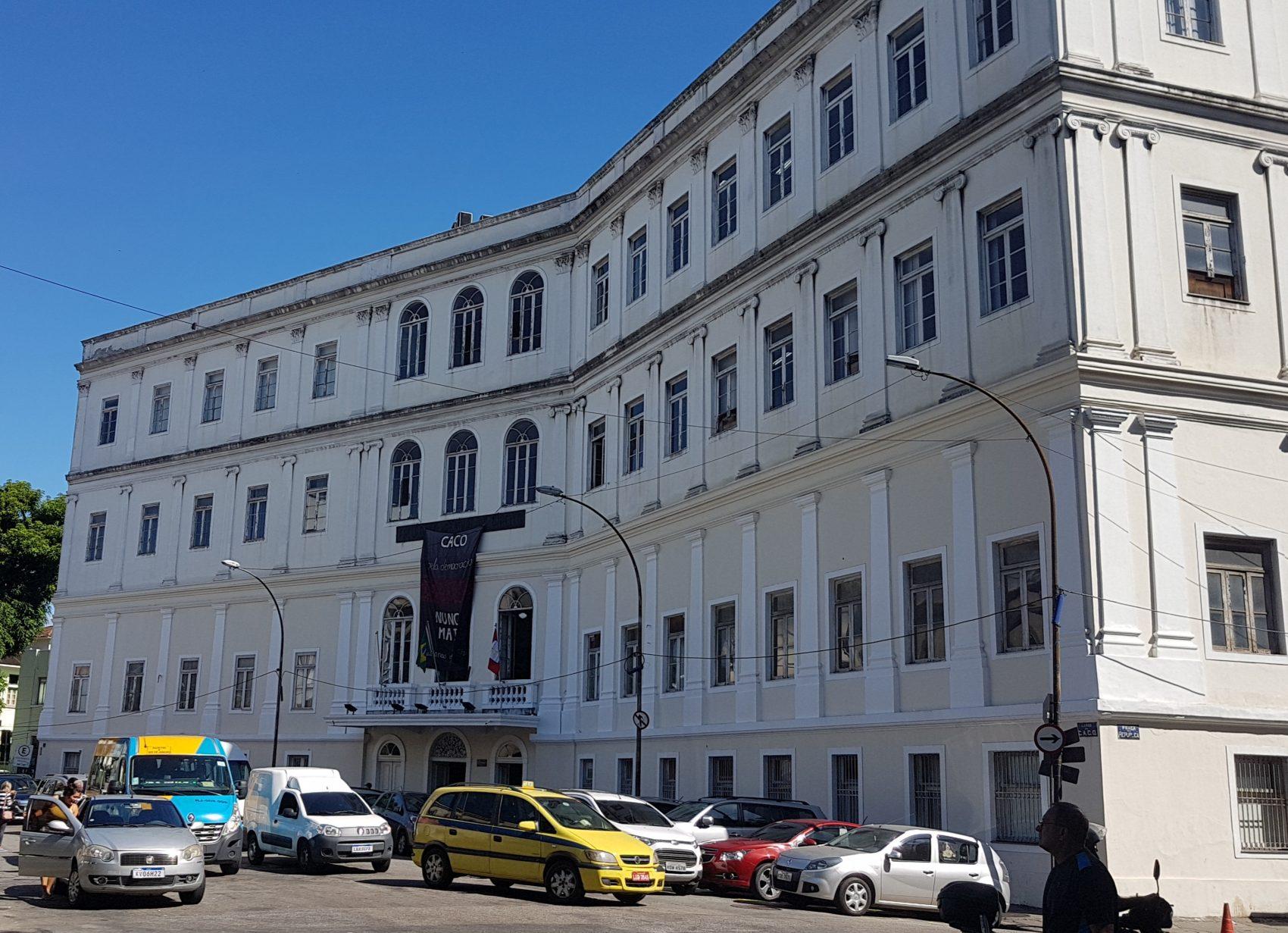 O Palácio Conde dos Arcos, hoje sede da Faculdade Nacional de Direito, abrigava o Senado Imperial: senadores aprovaram abolição com apenas um voto contra no dia 13 de maio (Foto Oscar Valporto)