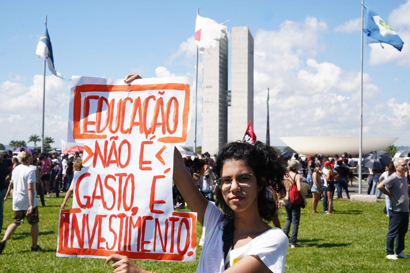 Manifestação de estudantes contra os cortes no orçamento da Educação: dia de protesto na rua e guerra de palavras (Pablo Valadares/Agência Câmara)