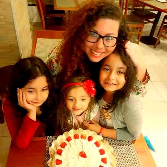 Mithaly, estudante de Geografia, e as filhas: 'A questão da maternidade é ignorada pela comunidade acadêmica' (Foto Arquivo Pessoal)