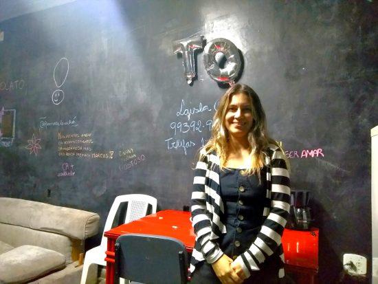 Raphaela, aluna de Terapia Ocupacional, está desistindo da UFRJ. após criar Arthur até os 3 anos dentro da universidade: 'estou cansada, quero ir pra casa'. (Foto: Barbara Lopes)