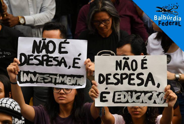 Estudantes protestam contra os cortes do governo nas verbas da educação. Foto Nelson Almeida/AFP