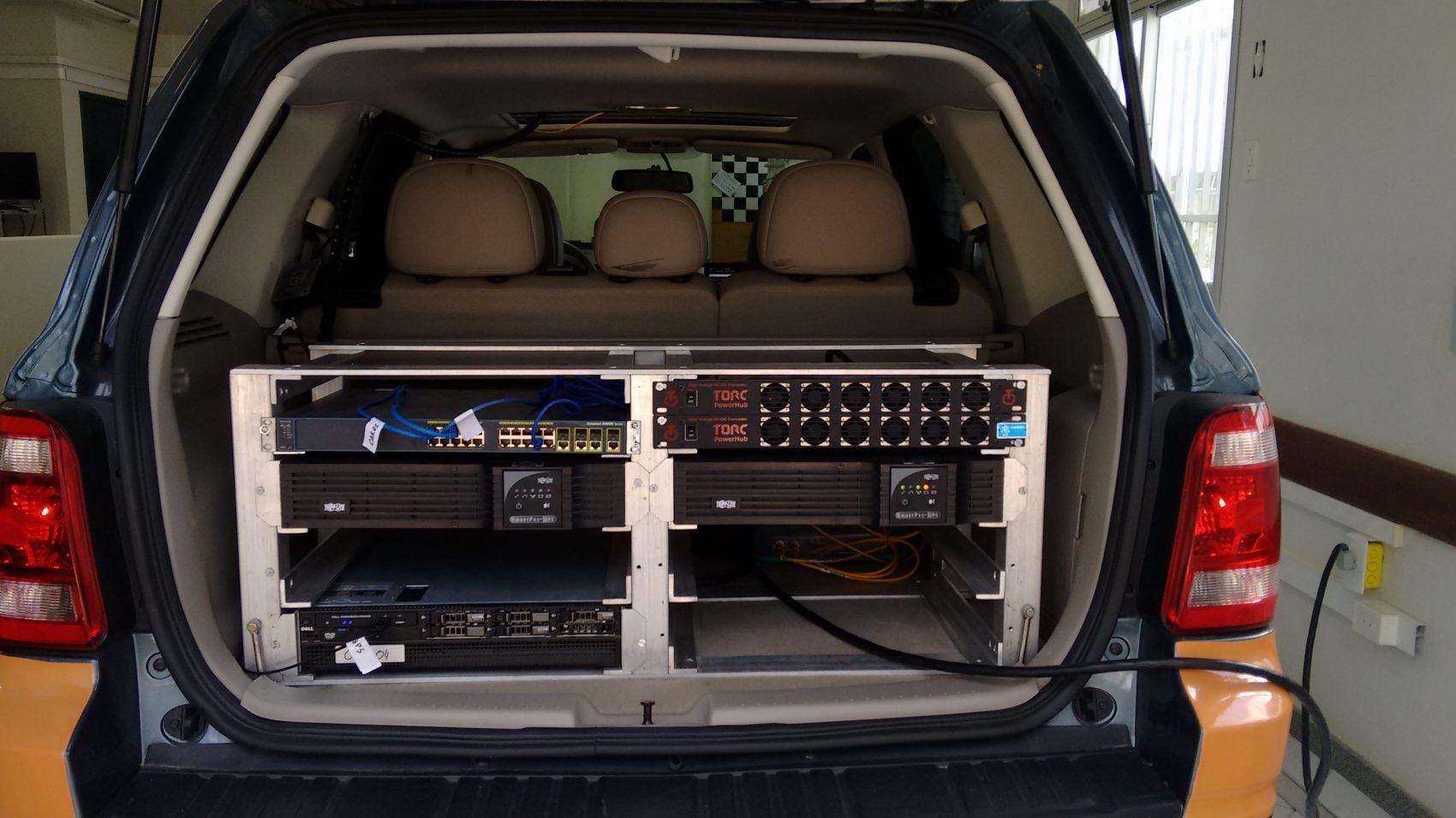 Iara e seu porta-malas carregado de tecnologia: apoio de CNPQ, CAPES, FINEP e Fundação de Amparo à Pesquisa do Espírito Santo (Foto: Divulgação)