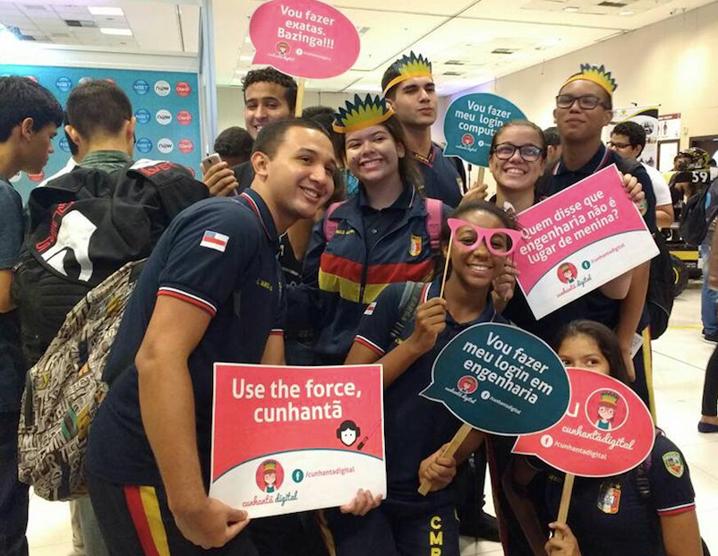 Atividade do Projeto Cunhantã em Manaus com alunas e alunos: eles são maioria no começo dos cursos, mas elas se formam em maior número (Foto: Divulgação/Icom)