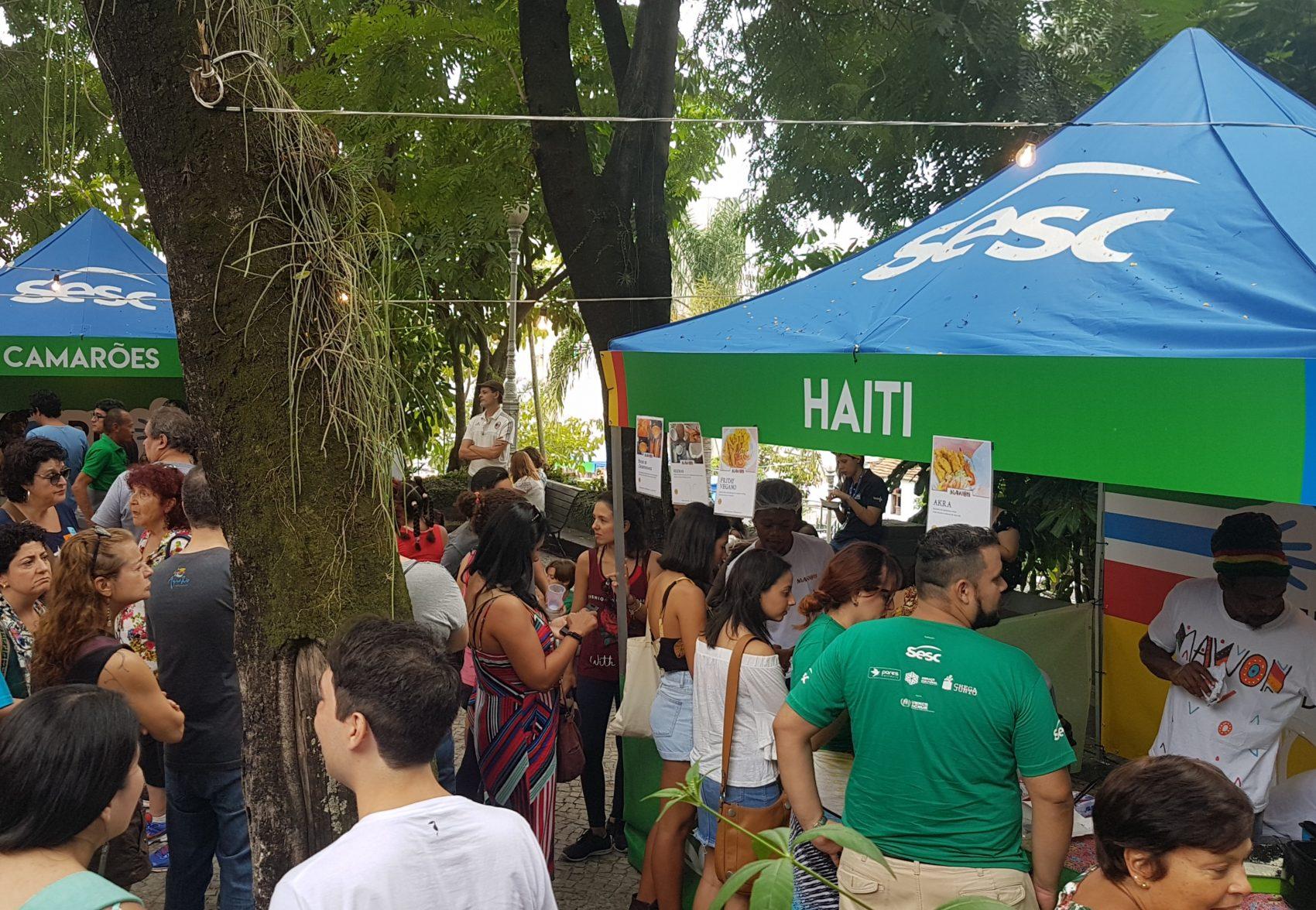 Clima de festa junina no Dia Mundial do Refugiado no Sesc-Tijuca: número de pedidos se multiplica no Brasil (Foto: Oscar Valporto)