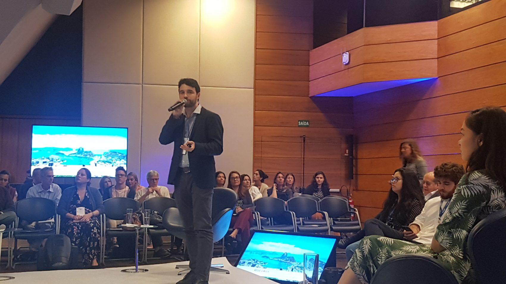 Thiago Valente, da Fundação Grupo Boticário, no lançamento do Oásis Lab Baía de Guanabara: iniciativa com objetivo de desenvolver projetos inovadores para garantir segurança hídrica e recuperar a bacia hidrográfica (Foto: Oscar Valporto)