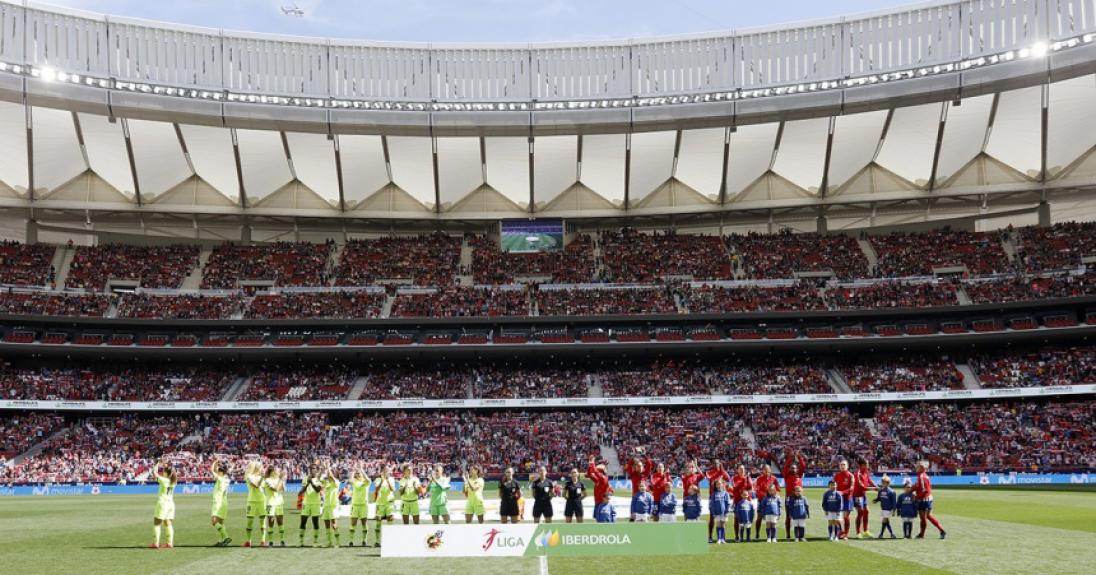 Atlético de Madrid x Barcelona, na capital espanhola: mais de 60 mil pessoas na plateia, recorde de público entre clubes do futebol feminino. Reprodução do Twitter