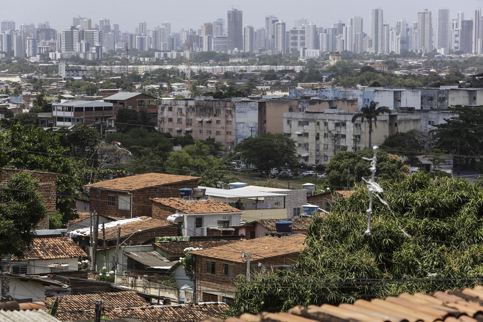 Favela Alto do Monte, em Olinda, Pernambuco. Falta de saneamento ajudou na proliferação do Zica Vírus. Foto Diego Herculano/NurPhoto