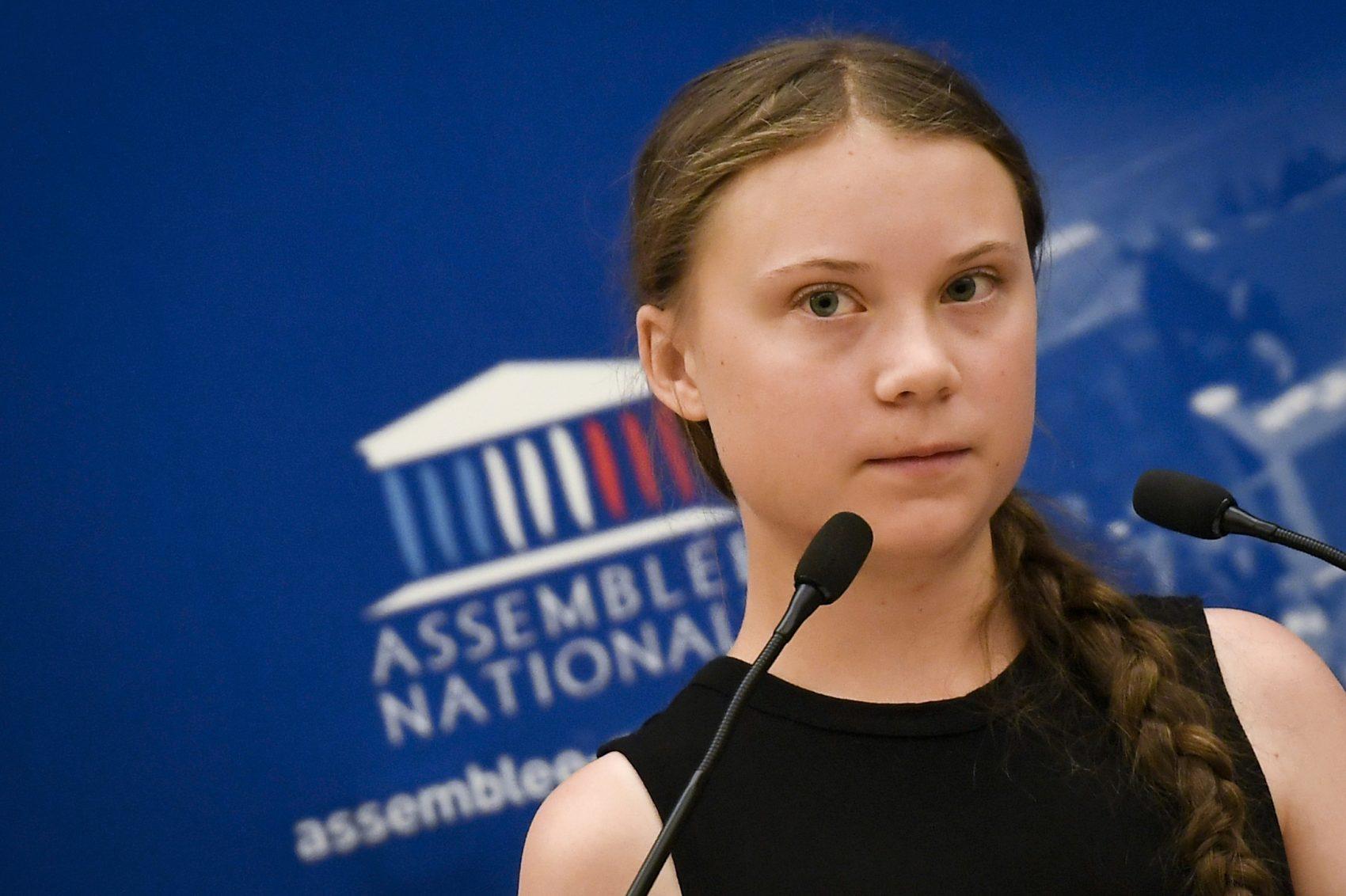 A sueca Greta Thunberg discursando na Assembleia Nacional da França: 'Minha mensagem para os jovens no Brasil é que precisamos nos conscientizar sobre o que está realmente acontecendo agora e quais podem ser as consequências de nosso sistema atual' (Foto: Lionel Bonaventure/AFP)