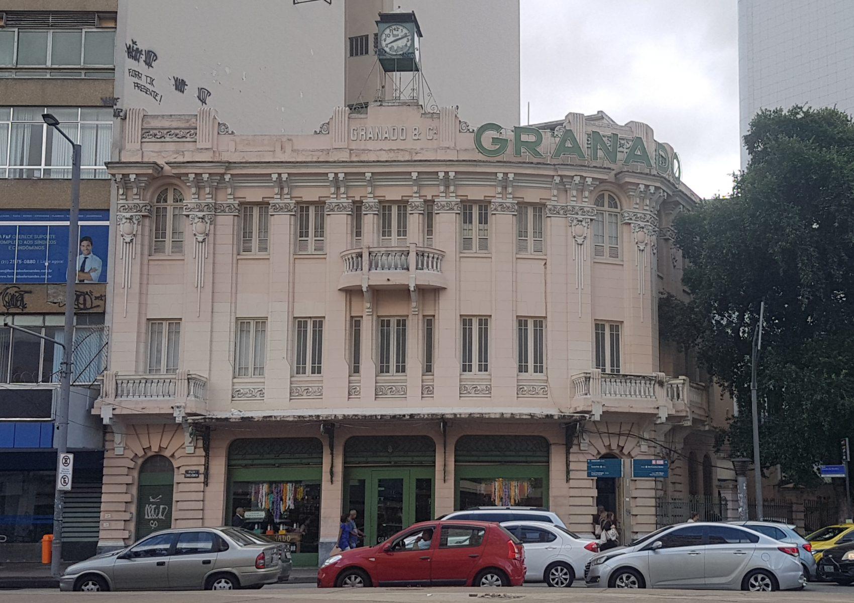 Prédio das Pharmácias Granado na Praça Saens Peña; mais de 100 anos de Tijuca (Foto: Oscar Valporto)