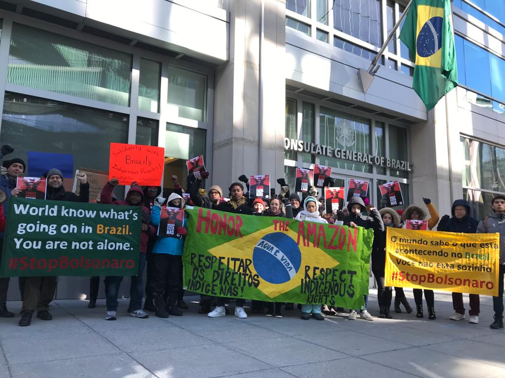 Protesto indígena em Washington, nos Estados Unidos. Foto de Christian Poitier/ Cimi
