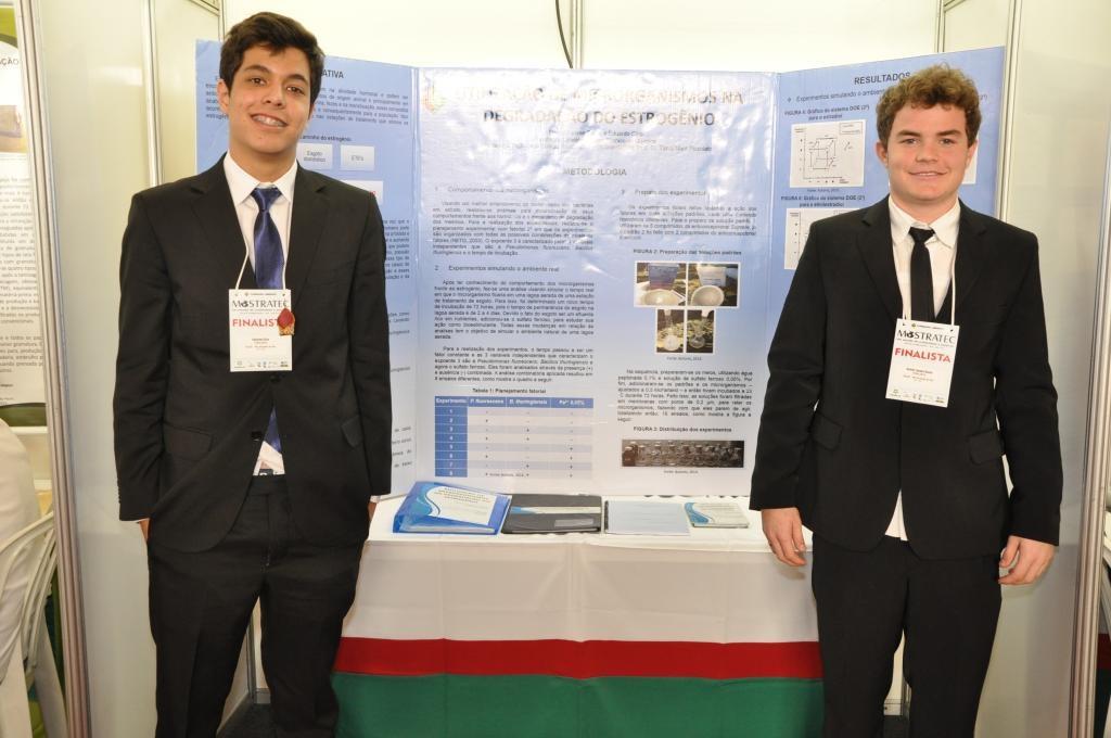 Os dois pesquisadores no evento em que receberam o Prêmio de Incentivo à Pesquisa Carlos Armando Koch da Prefeitura de Novo Hamburgo. Foto Arquivo Pessoal