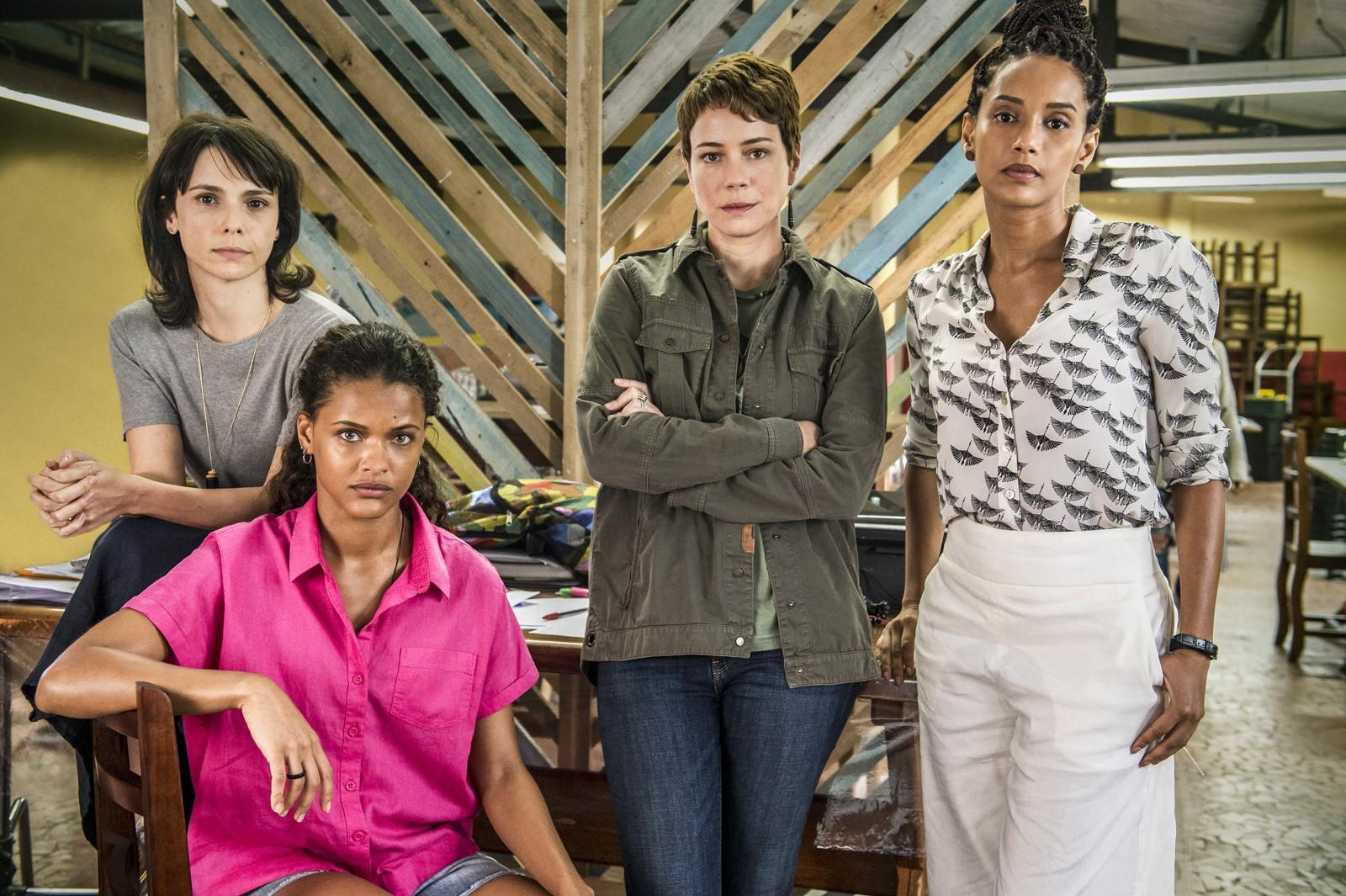 Débora, Thainá, Leandra e Taís nas gravações de Aruanas: gravações na Amazônia com equipe com quase 50% de mulheres e participação de moradores da região (Foto: Globo/Fabio Rocha)