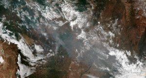 Imagem de satélite da NOAAA (National Oceanic and Atmospheric Administration - Administração Nacional de Oceanos e Atmosfera) dos Estados Unidos mostra fumaça de incêndios no Mato Grosso e em Rondônia. (Photo: NOAA/AFP)
