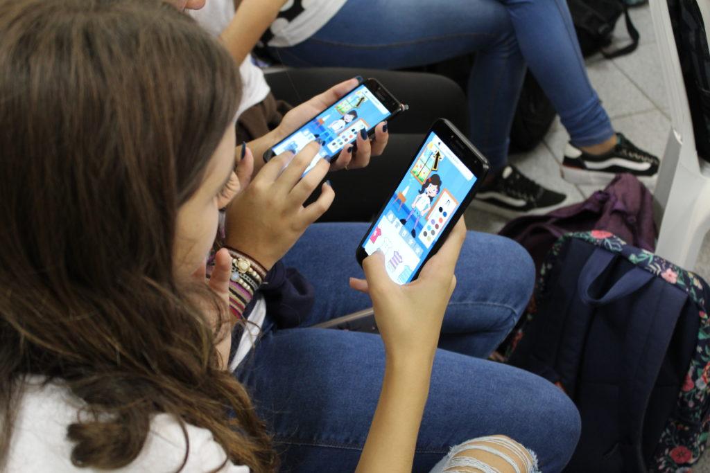 Alunos de escolas públicas participam de testes com o RangoMania: estudantes ajudaram Instituto AKaku a desenvolver aplicativo (Foto: Instituto Akaku/Digulgação)