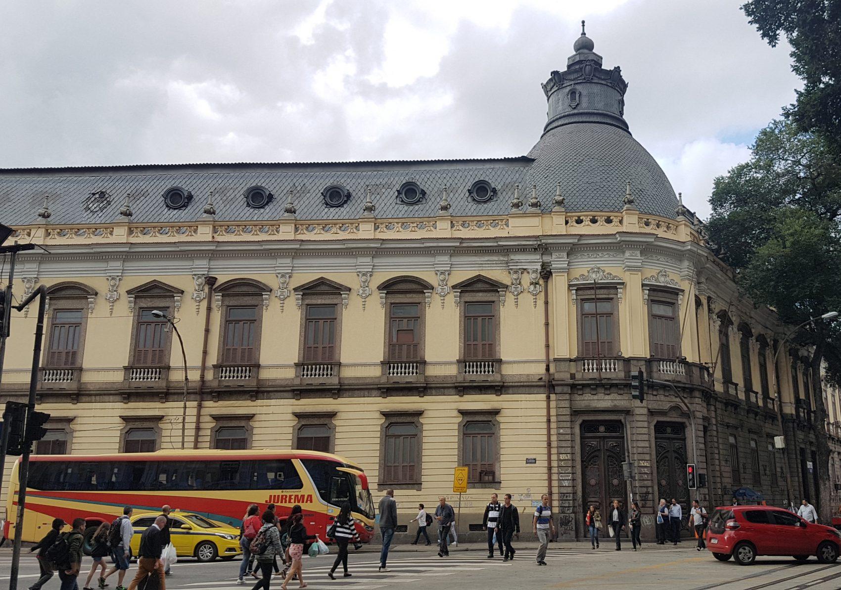 Colégio Pedro II, inaugurado em 1837, na Rua Larga, então uma das mais importantes do Rio: impasse entre prefeitura e VLT deixa em dúvida futuro da via (Foto: Oscar Valporto)