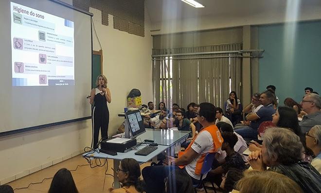 A professora Monica Levy Andersen durante palestra na Reunião Anual da SBPC: pesquisa indica que um terço dos moradores de São Paulo sofre de algum distúrbio do sono (Foto: Elton Alisson/Agência Fapesp)