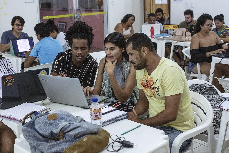 Estudantes durante aula da professora Regina Zarpellin, no curso de Direito da Terra, na Universidade Federal do Sul e Sudeste do Pará. Foto Marizilda Cruppe