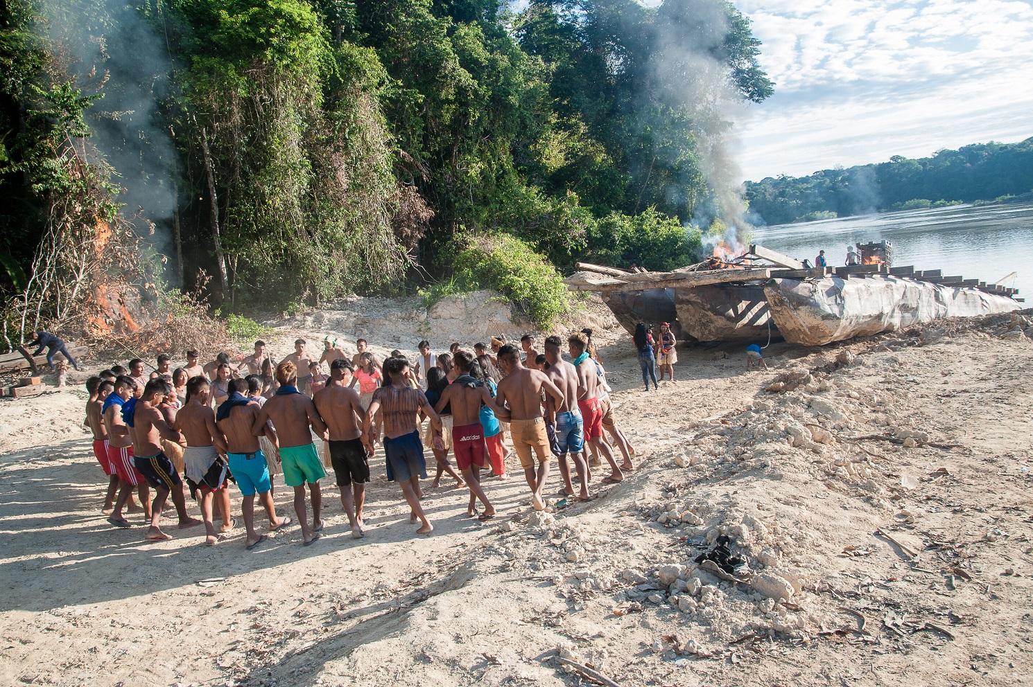 """Para os Munduruku a terra é sagrada: """"A gente está protegendo a nossa mãe que é onde os nossos filhos vão sobreviver. Para nós, uma terra é uma vida e a gente está cuidando da vida da natureza também"""". Foto Anderson Barbosa"""