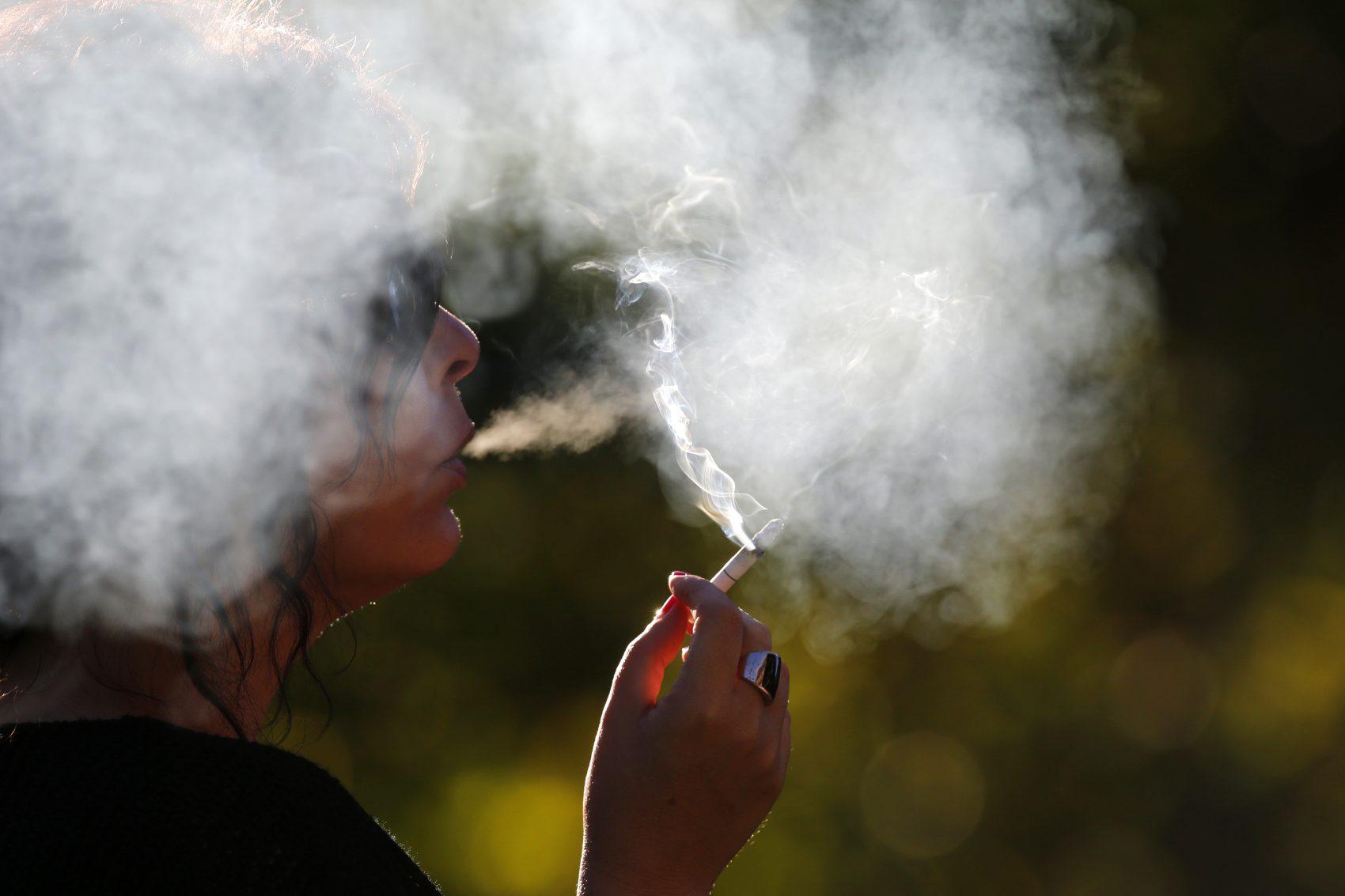 Pesquisa da UFP: fumante diferencia 1,5 menos vezes os padrões e contraste das cores em comparação com quem não fuma (Foto: GODONG/BSIP)