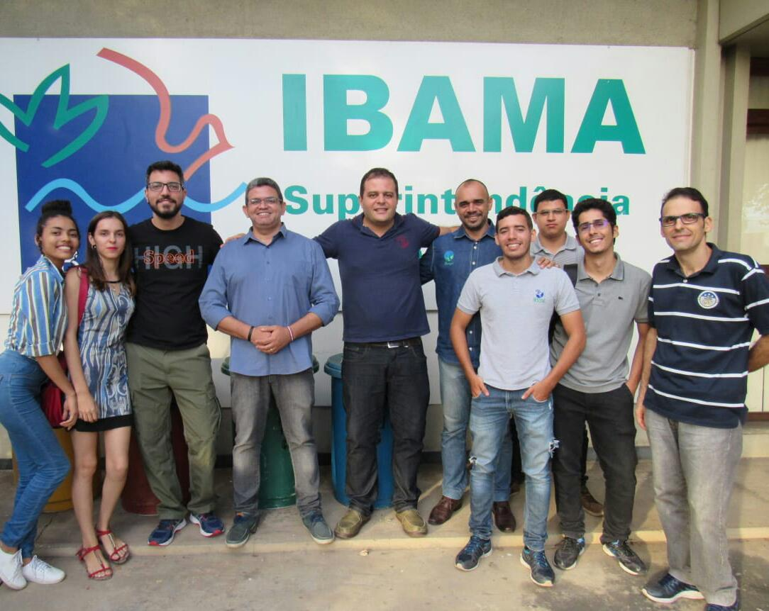 Estudantes e professores da UFPI com funcionários do Ibama: parceria para facilitar denúncias de tráfico e caça de animais através de aplicativo (Foto: Wedson Medeiros)