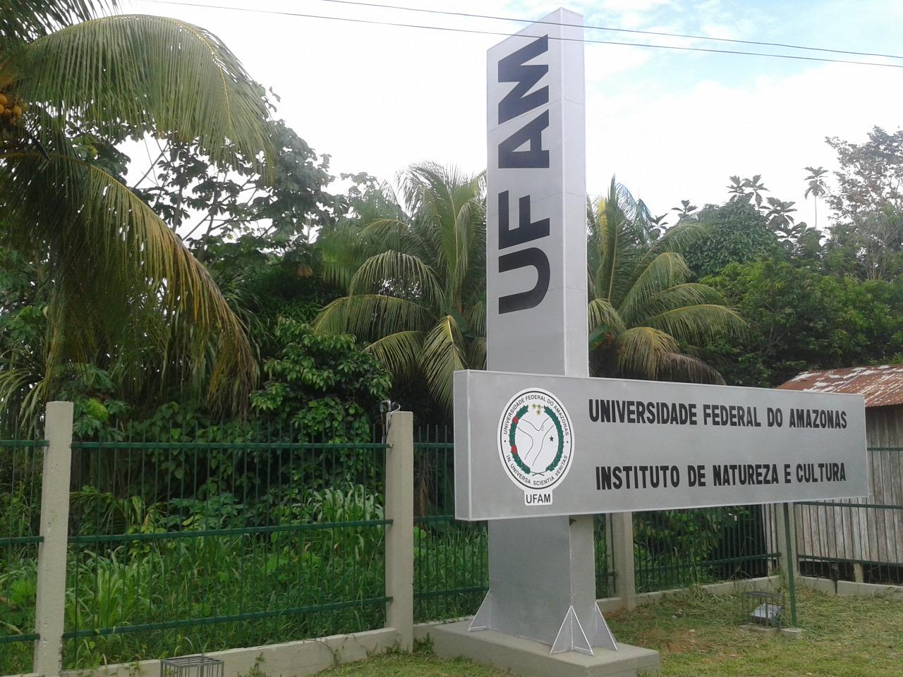 O campus Alto Solimões da Ufam, a 36 horas de barco de Manaus: 1100 alunos, 98,5% deles são de baixa renda, sendo 587 indígenas de pelo menos nove etnias como Tikuma, Cocama e Marúbo (Foto: Ufam/Divulgação)