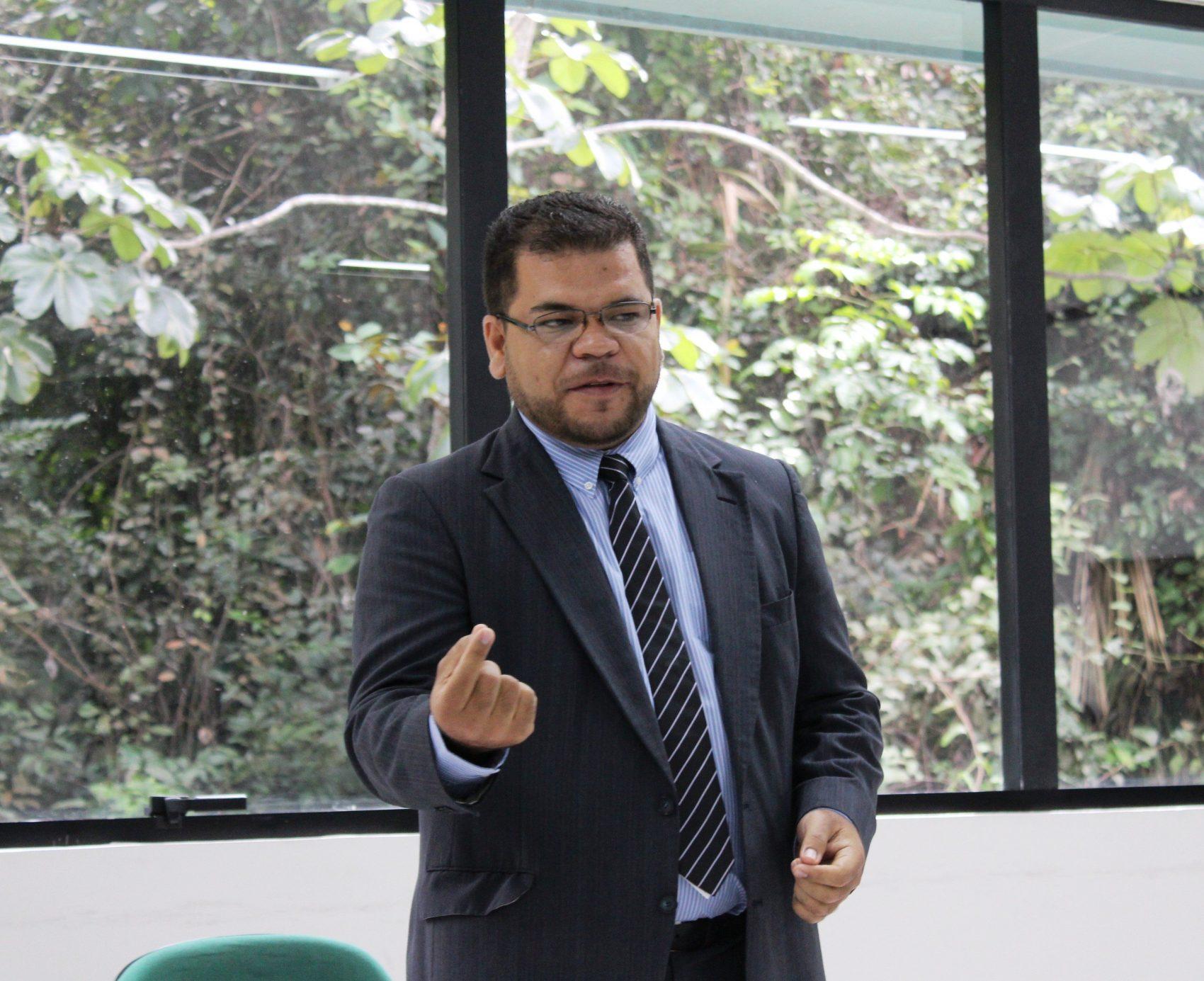 O professor José de Ribamar da Silva Nunes: descoberta da mutação genética que fez tambaquis nascerem sem espinha (Foto: Arquivo Pessoal)