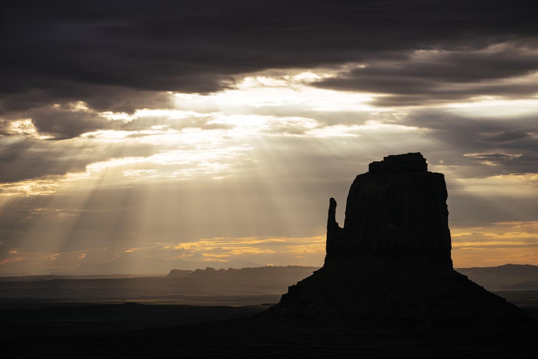 Amanhecer no no Vale Navajo, uma das reservas indígenas, em Utah, nos Estados Unidos. Foto Ben Pipe / Robert Harding Premium