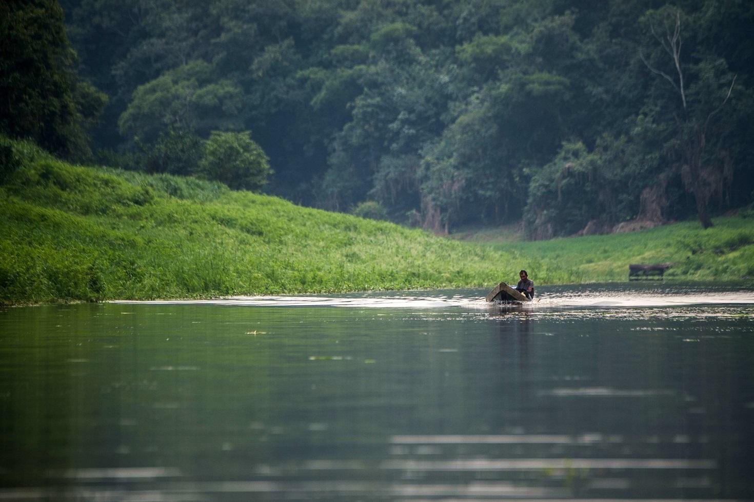 Em toda a Bacia do Rio Negro, são 176 estações de rádio para garantir a comunicação entre os indígenas. Foto Christophe Simon/AFP