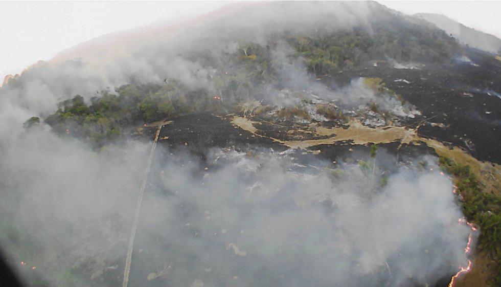 Incêndios na Serra de Ricardo Franco, no Mato Grosso, na fronteira com a Bolívia. Foto do Corpo de Bombeiros do Mato Grosso