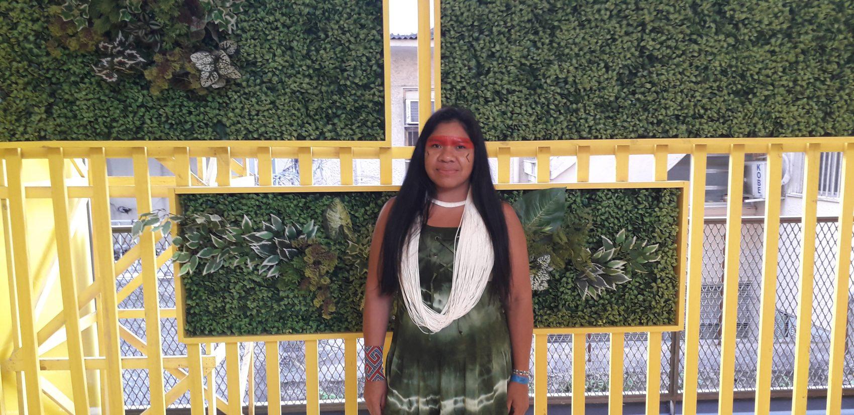 """Anna Terra Yawalapit, diretora da Associação Terra Indígena do Xingu: """"Bolsonaro quer destruir os povos indígenas, mas contribuímos com ar que ele respira"""" (Foto: Lauro Neto)"""