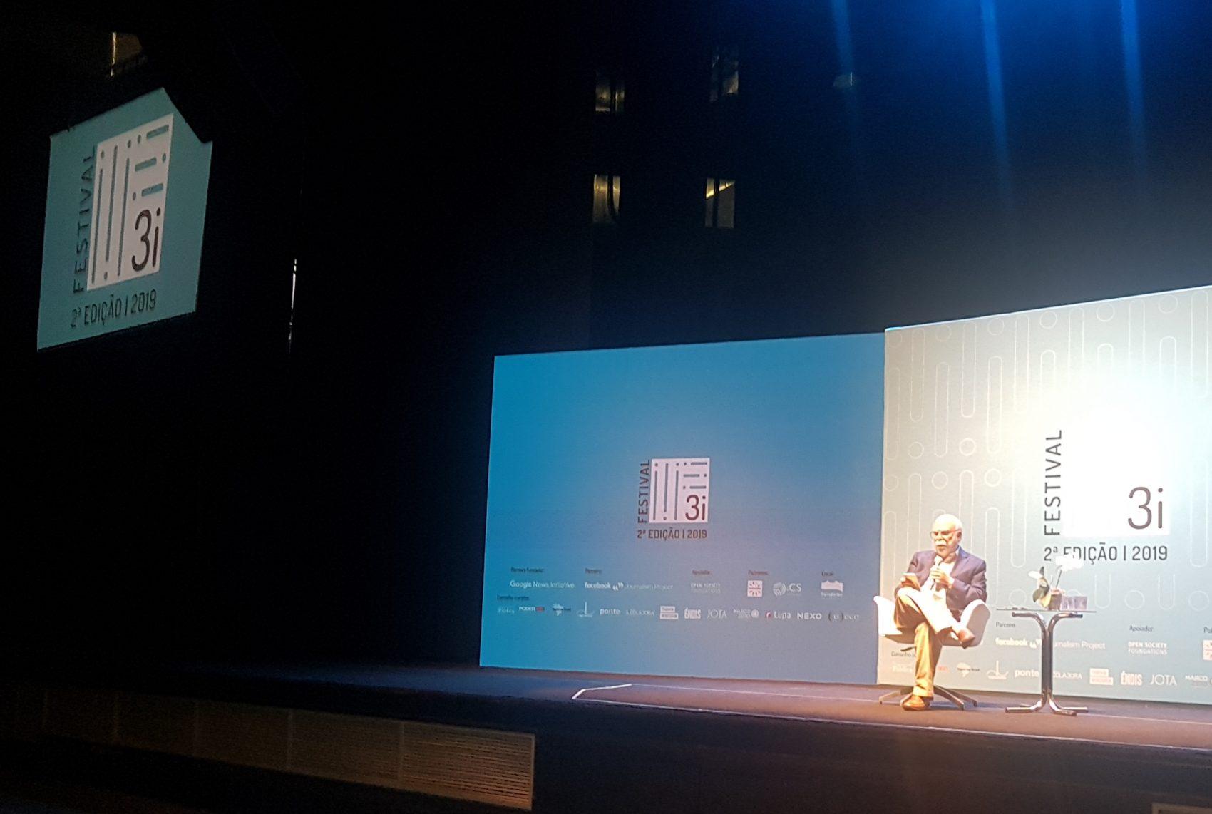 Rosental Calmon Alves no Festival 3i, na Fundição Progresso, no Rio: interesse em iniciativas de mídias nativas digitais locais, sem fins lucrativos (Foto: Oscar Valporto)
