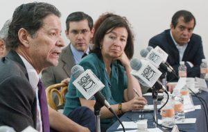 A jornalista colombiana Maria Teresa Ronderos durante uma conferência no México. Foto Luis Acosta/AFP