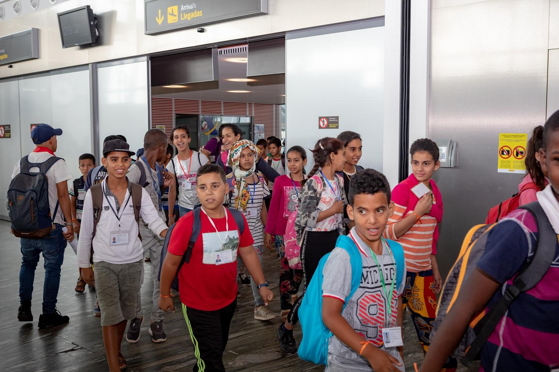 Chegada das crianças no aeroporto de Zaragoza. Foto Susana Delgado