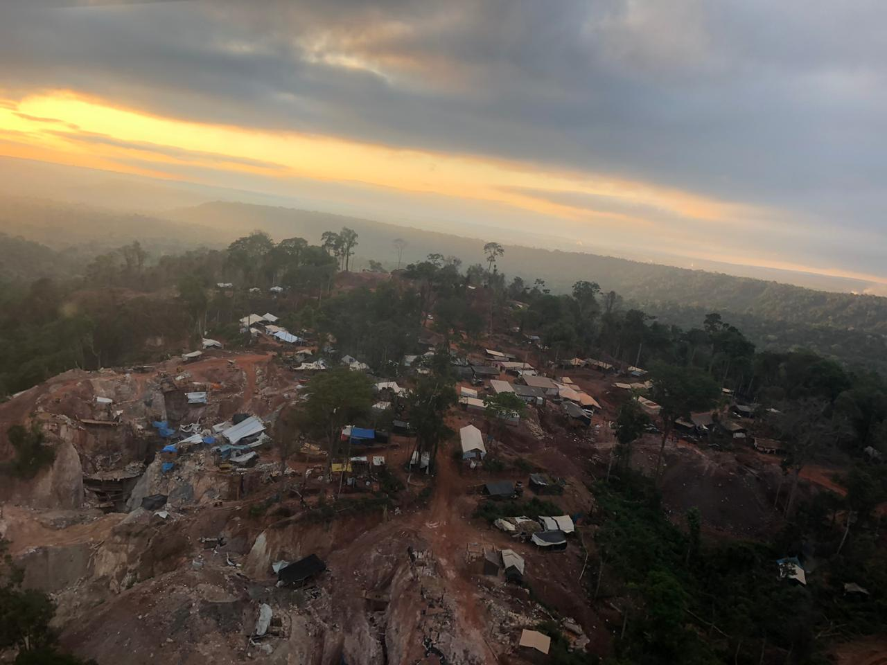 """A notícia de que havia pepitas de ouro raso """"brotando do chão"""" provocou uma corrida á cidade de Aripuanã, no Mato Grosso. Foto Polícia Federal"""