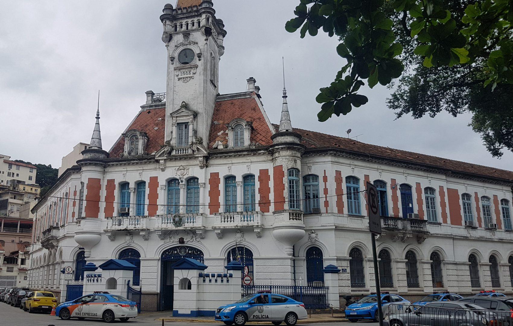 Batalhão da PM na Praça da Harmonia: inaugurado em 1908 na praça reformada que havia sido batizada com nome que nunca pegou (Foto: Oscar Valporto)
