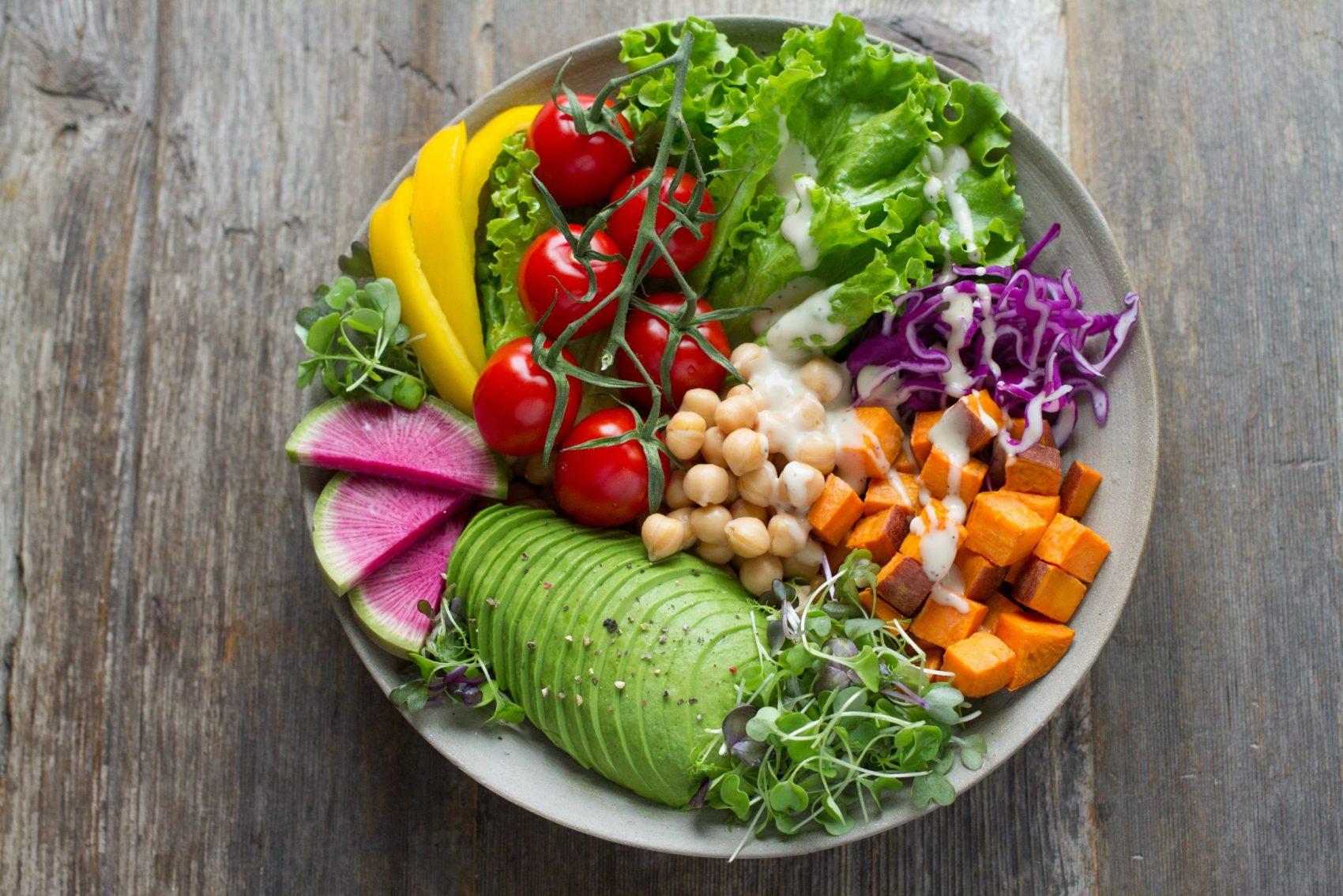 Receitas adaptadas para pessoas com diabetes tipo 2: elogio ao uso de ervas, frutas e especiarias em substituição ao sal e ao açúcar (Foto: Anna Pelzer/Unsplash)