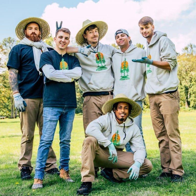 Mr Beast e sua equipe na gravação do vídeo de lançamento da campanha. Foto Divulgação