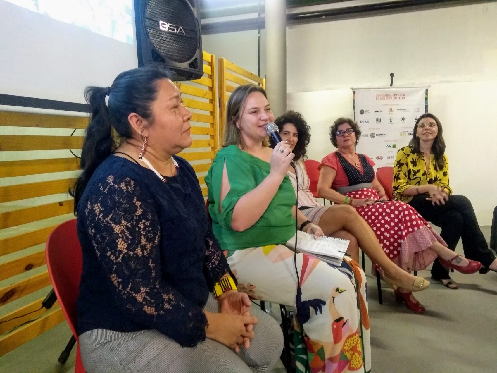 Joênia Wapichana, Natalie Unterstell, Marina Barros, Jô Pereira e Márcia Lucena: mulheres são maiores vítimas mas também principais lideranças no enfrentamento da crise climática (Foto: Mariama Correia)