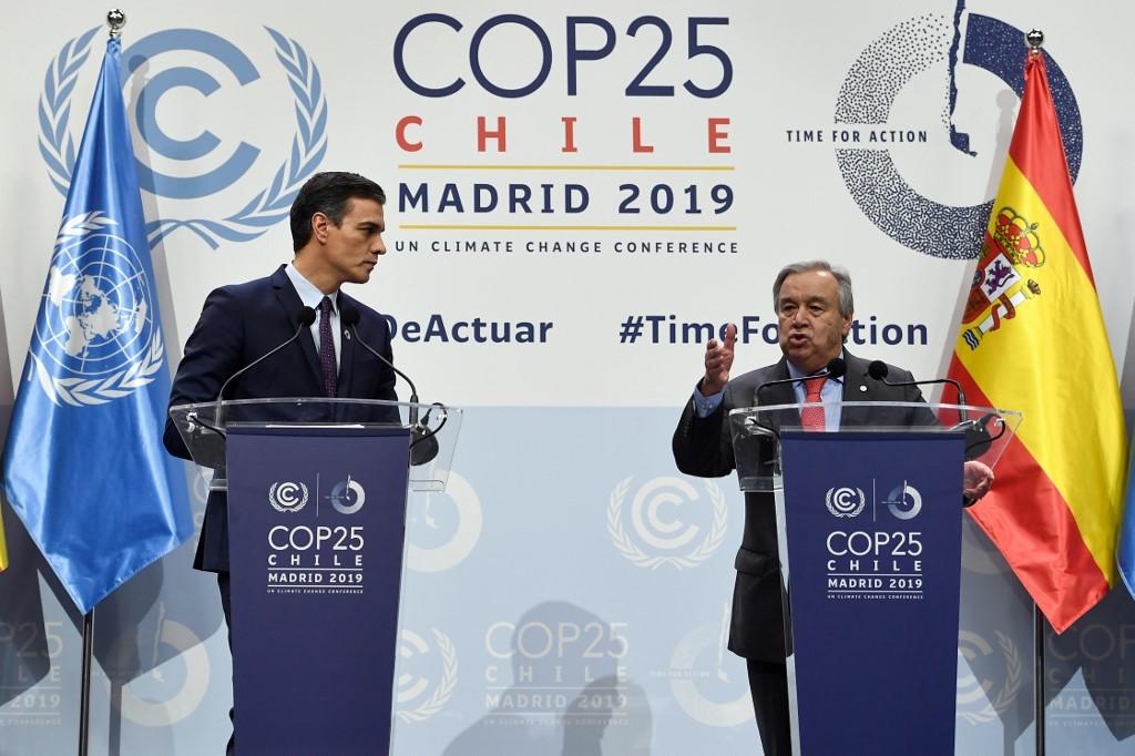 Antonio Guterrez, da ONU, e Pedro Sanchez, da Espanha. Foto de Pierre Marcou / AFP